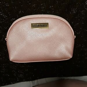 NWOT Ellen Tracy cosmetic bag